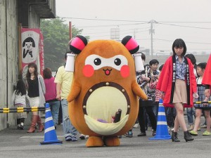 """JA新居浜本店では、5月11日「いちご祭り」と題したイベントが行われました! その会場に""""まちゅり""""が登場したのです!"""