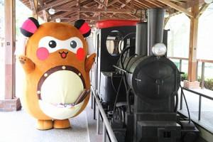 観光鉄道にも乗らせて頂き、観光坑道をお散歩。