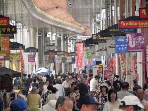 この日は、こんなに沢山の人達が産直市に訪れていました!
