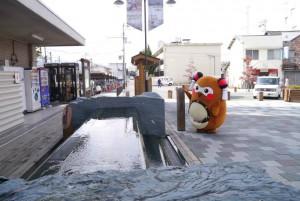 """お隣西条市は、水の都として有名!市内各地に打ち抜きと言われる、わき水スポットがあります! おいしそ~!って""""まちゅり""""が言うてます!w"""