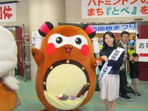 まずは、砥部焼祭り大使の美人お姉さんと記念撮影!