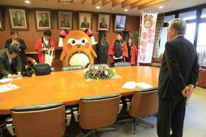 そう!我らが新居浜市長「石川勝行」さんとご対面!まちゅりは、少し緊張気味(笑)