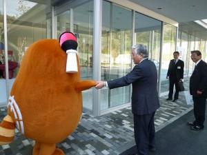 石川新居浜市長さんにご挨拶!