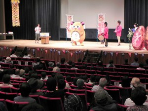 その後、舞台に立ち皆さんにご挨拶!