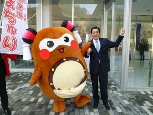 そして、中村愛媛県知事さんとご挨拶させて頂き、記念撮影! 今後ともよろしくお願い致します!!