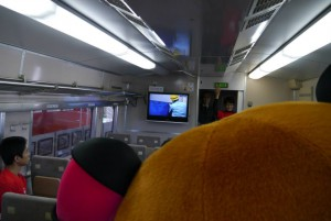 なんと、新幹線にも乗車させてもらいましたが・・・・ 入れる??まちゅり~~??w