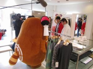 今度は、昭和通りにあります商店さんへの挨拶回りを行いました!