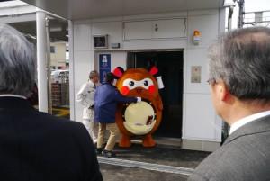 """そして、エレベーターも完備! """"まちゅり""""は、エレベーターで新居浜駅南側まで降りました(笑)"""
