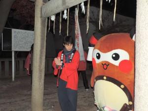 """""""まちゅり""""の由来である「小女郎狸」が奉られている楠神社に挨拶し・・・"""